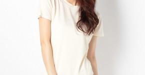 白い半袖ニット